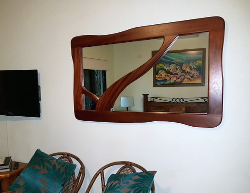 Hand made mirror in Lesueuri Suite